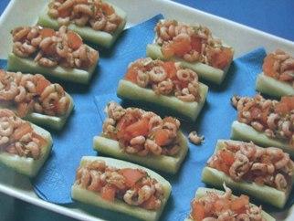 Komkommerschuitjes met garnalen