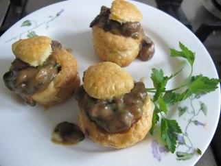 Pasteitjes met champignonragout