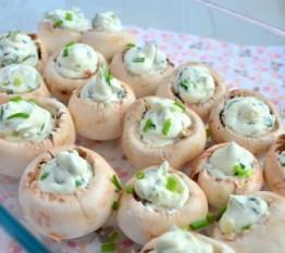 Champignons met krabsalade